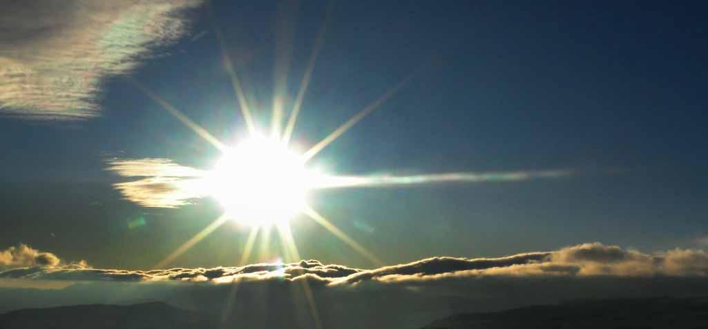 Oui, Dieu agit et intervient ! Comme le soleil au dessus des nuages, il est présent!